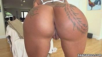 Mallandrinhas tatuada rabuda fodendo sua bela buceta apertada