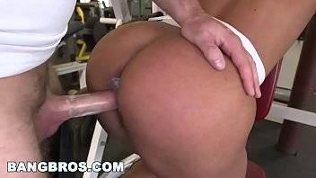 Mulheres gostosas sexy fodendo com seu professor na academia