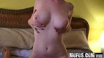 Novinha paraense que tem peitos redondinhos dando uma boa metida