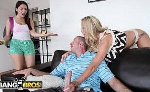Sexo doido comendo duas mulheres gostosas