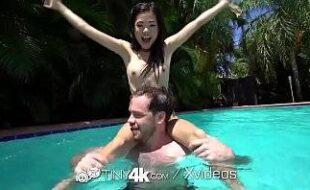 Videos de sexos com magrinha novinha dando depois de um banho de piscina