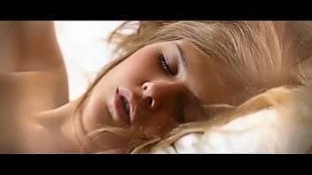 Xvideo novinha bebada dormindo em cima da cama