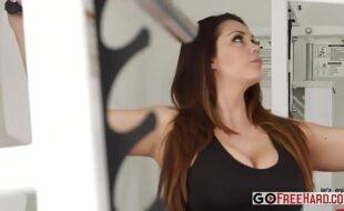 Alison Tyler ruiva dos peitos grandes entrando mais uma vez em ação em nosso site