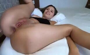 Melhor cena de sexo com vadia aberta mostrando xoxota raspada