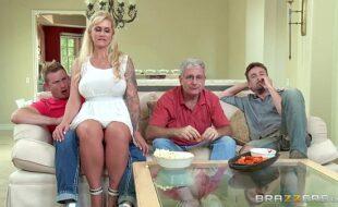 Gonzo xxx mostra familia da putaria com mae estrelando